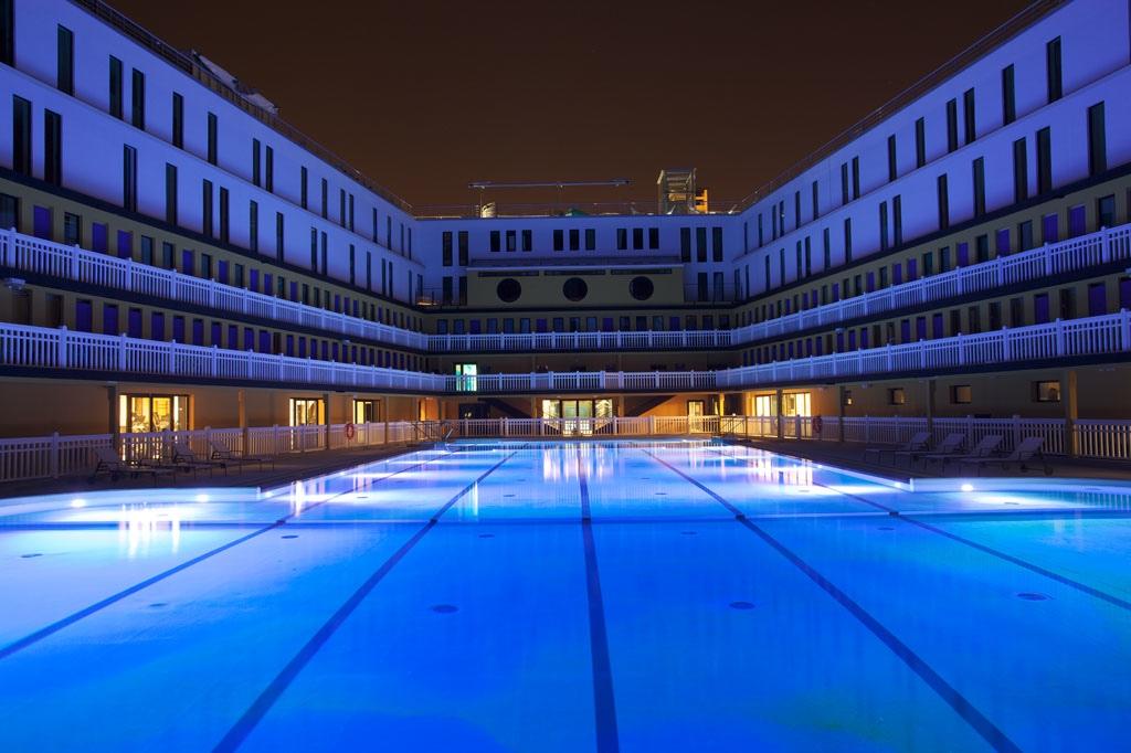 Molitor une piscine version grand luxe hotel hotel - Piscine jean boiteux paris ...
