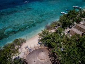 karma-beach-gili-meno-aerial-stills-2-low