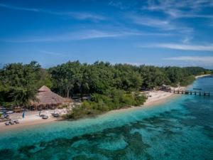 karma-beach-gili-meno-aerial-stills-5-low (1)