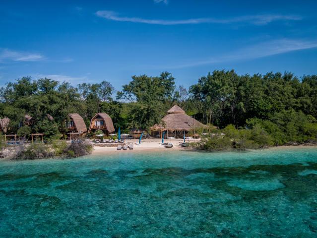 karma-beach-gili-meno-aerial-stills-6-low