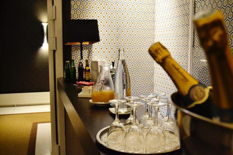 Paris-Etoile-Saint-Honore-bar