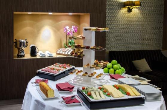Shooting hotel Etoile Saint Honoré, buffet petit dejeuner, tea time, comptoir